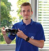Volkswagen Bildungsinstitut: Fabian Schwarz mit HoloLens-Brille